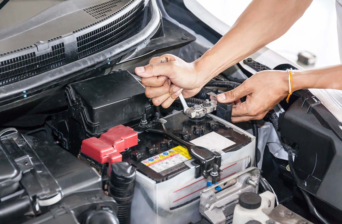 Signs Of A Bad Car Battery >> 10 Signs Of A Bad Battery In Your Car Tech Featured